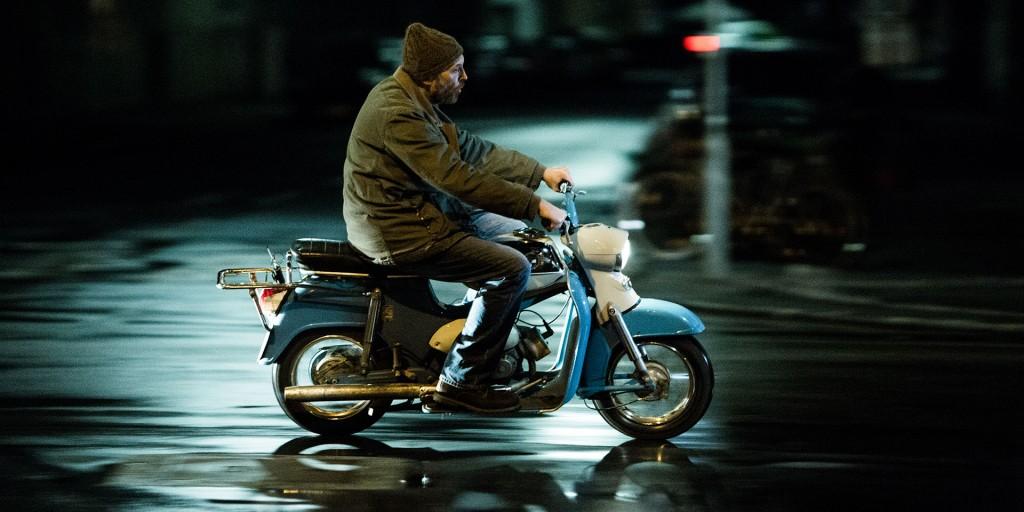 Josef Hader und sein Moped