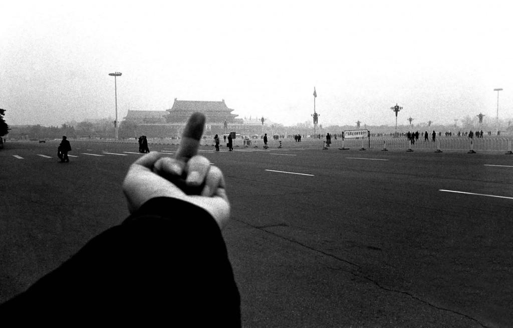 Ai Weiwei - Stinkefinger