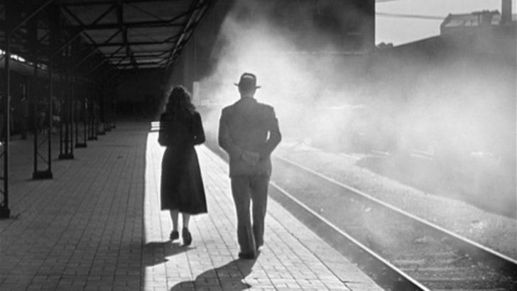 Un homme marche dans la ville von Marcello Pagliero