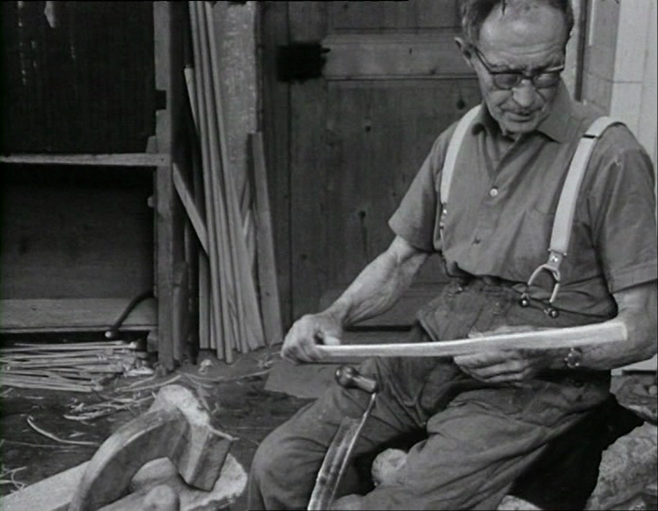 Henri Avanthay - La fabrication d'une hotte dans le Val d'Illiez von Groupe de Tannen